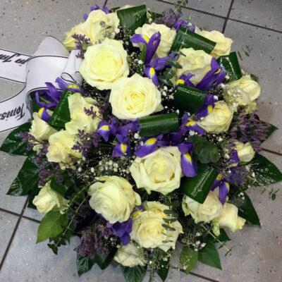 Ümar matusekimp rooside ja iiristega
