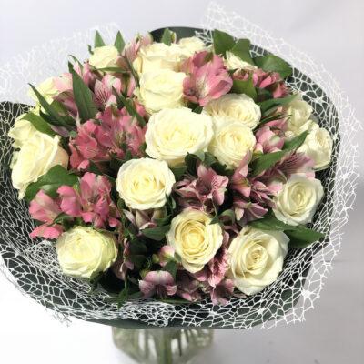 Kimp valge roos ja alstromeeria